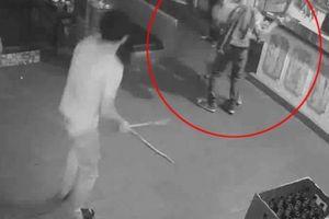Camera giám sát ghi cảnh 9X sát hại đồng nghiệp