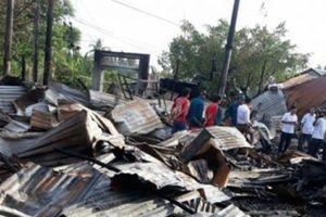 Bộ trưởng Bộ GD&ĐT hỗ trợ giáo viên, học sinh trong vụ cháy tại Cà Mau