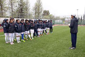 HLV Mai Đức Chung cho các cầu thủ đi chơi trước trận gặp Hàn Quốc