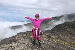 Cô bé mang ước nguyện 'gần cha hơn trên thiên đường' để leo núi cao 6 nghìn mét