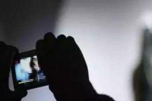 Ông lão U60 bị người tình đồng tính 18 tuổi dùng clip 'nóng' tống tiền