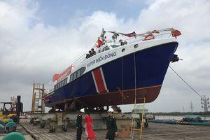 Hạ thủy tàu du lịch 1 triệu USD đưa khách ra đảo Lý Sơn