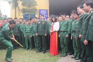 Bồi đắp tình yêu văn hóa dân tộc cho chiến sĩ trẻ