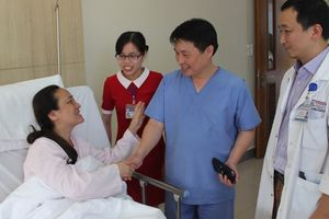 Cứu sống nữ du khách Trung Quốc bị xuất huyết não
