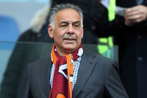 Quá vui mừng, chủ tịch AS Roma nhào lộn trong đài phun nước