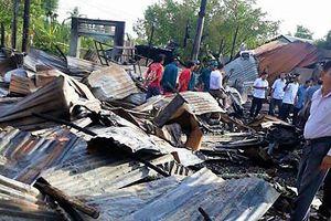 Hỗ trợ các hộ dân có nhà bị cháy ở Cà Mau