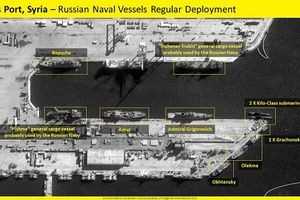 10 tàu chiến Nga rời cảng Syria trong lúc 'nước sôi lửa bỏng'