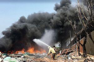 Cháy lớn tại kho phế liệu ở vùng ven Sài Gòn
