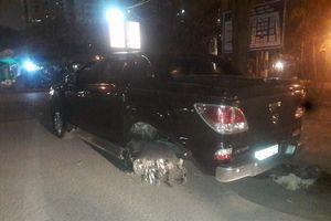 Kinh hoàng xe bán tải kéo lê nạn nhân 1 km trong đêm