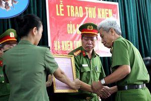 Công an quận Tân Phú được thưởng nóng