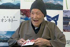 Bất ngờ với bí quyết sống lâu của người đàn ông cao tuổi nhất thế giới