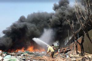 Kho phế liệu ở Sài Gòn lại cháy ngùn ngụt