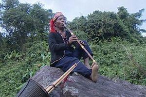 Người Vân Kiều với cây sáo Khui truyền thống