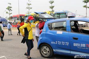 Hành khách còn bỡ ngỡ khi bến xe Vinh đóng cửa