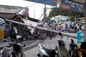 TP. HCM: Gãy trụ điện, nhiều người may mắn thoát chết