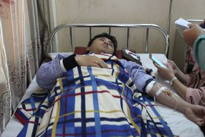 Người hành hung bác sĩ và sinh viên thực tập đến bệnh viện xin lỗi