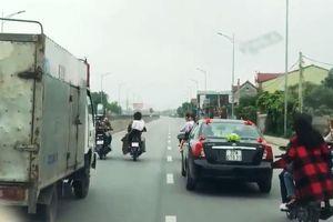 Dàn hàng 3 chặn xe tải cho cô dâu về nhà chồng kịp giờ