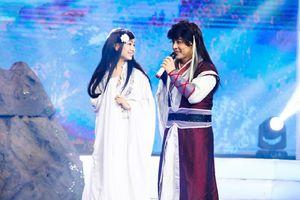 Akira Phan nhại màn cầu hôn của Trường Giang trên sóng truyền hình