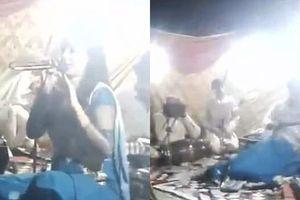 Nữ ca sĩ mang thai 6 tháng bị bắn chết vì vừa ngồi vừa hát