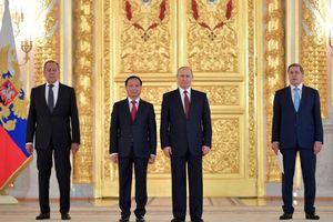 Đại sứ Ngô Đức Mạnh trình Quốc thư lên Tổng thống Nga