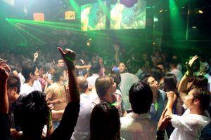 Cảnh sát đột kích bar Vertu, gần 200 'dân chơi' đang quay cuồng trong tiếng nhạc chát chúa