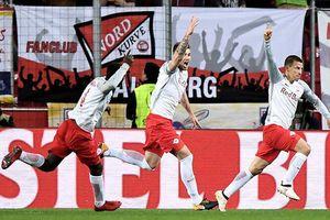 'Bò đỏ' Salzburg đại náo Europa League, Arsenal thoát hiểm thần kỳ