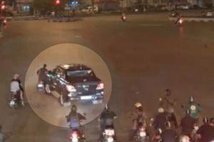 Dấu hiệu tội phạm trong vụ ôtô kéo lê nạn nhân ở ngã 6 Ô Chợ Dừa
