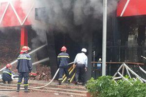 Quán bia ở Hải Phòng cháy lớn sau tiếng nổ