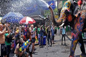 Không phải nghĩ ngợi nhiều, lên đường để tham dự lễ hội té nước Songkran vui hơn Tết ở Thái Lan