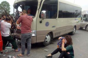 Quảng Ninh: Giải cứu người phụ nữ mắc kẹt sau vụ tai nạn xe khách