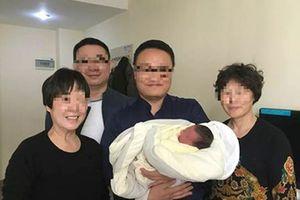 Con chào đời sau 4 năm bố mẹ tử vong vì tai nạn giao thông