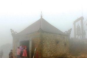 Bí ẩn chùa cổ trên đỉnh núi Các mây vờn