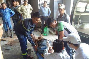 Sập giàn giáo công trình, 2 thợ xây bị thương