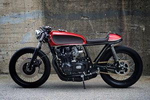 Kawasaki KZ650 cafe racer hồi sinh từ kho thóc cũ