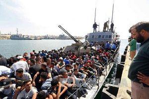 Italy giải cứu hơn 500 người di cư