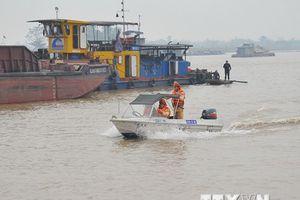 Phát hiện, bắt giữ hàng loạt tàu khai thác cát trái phép ở Hải Dương