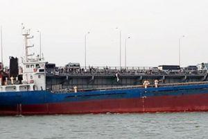 Tàu thủy va chạm vào thành cầu Đồng Nai