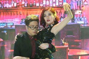 Trình diễn hit của Hồ Ngọc Hà, Bùi Anh Tuấn khiến fan thót tim