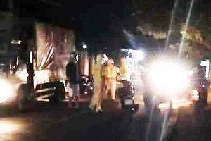 Bị kiểm tra nồng độ cồn, nhóm thanh niên tấn công CSGT