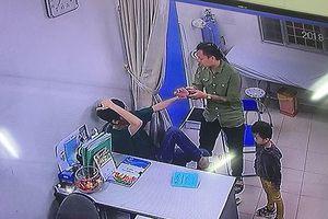Hà Nội: Người nhà bệnh nhân liên tiếp đấm vào mặt bác sĩ bệnh viện Xanh Pôn