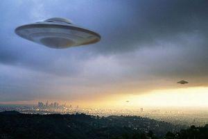 Cô gái hết hồn khi phát hiện UFO ở cự ly cực gần