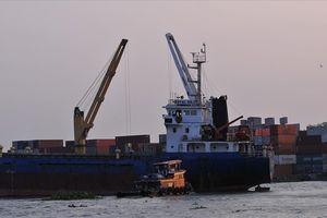Tàu chở hàng trọng tải lớn va vào trụ cầu Đồng Nai