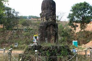 Bí ẩn cột đá khổng lồ khắc rồng trên núi ở Bắc Ninh