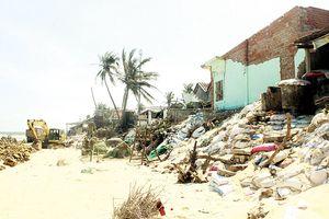 Nhiều ngôi làng ở miền Trung đang chìm dần. Bài 1: Qua những vùng sạt lở