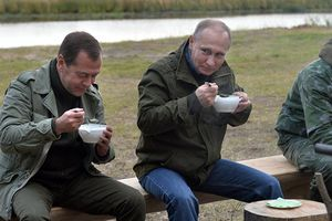Nga công bố thu nhập của Tổng thống Putin và Thủ tướng Medvedev năm 2017