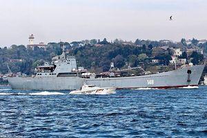 Tàu chiến, vũ khí Nga 'ùn ùn' tới Syria sau vụ không kích bất ngờ của Mỹ