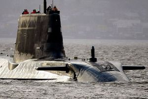 Tàu ngầm Nga bí mật bám theo tàu ngầm Anh trước cuộc không kích Syria