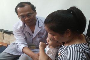 Bé trai suýt vỡ lá lách vì được chẩn đoán trào ngược thực quản