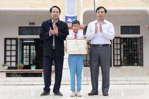Học sinh lớp 5 Hà Tĩnh được Bộ trưởng GDĐT tặng Bằng khen vì trả lại của rơi