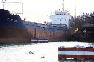 Tàu hàng trọng tải lớn đâm vào cầu Đồng Nai